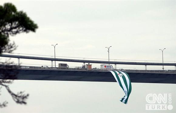 Boğaziçinde dev Bursa bayrakları! 1