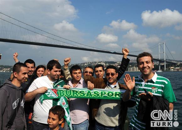 Boğaziçinde dev Bursa bayrakları! 3