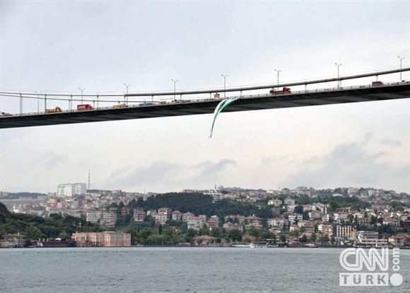 Boğaziçinde dev Bursa bayrakları! 4