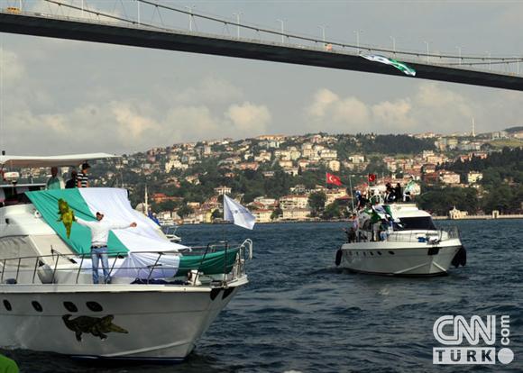 Boğaziçinde dev Bursa bayrakları! 6