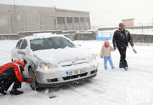 Bahar karı yurtta ulaşımı aksatıyor! 11