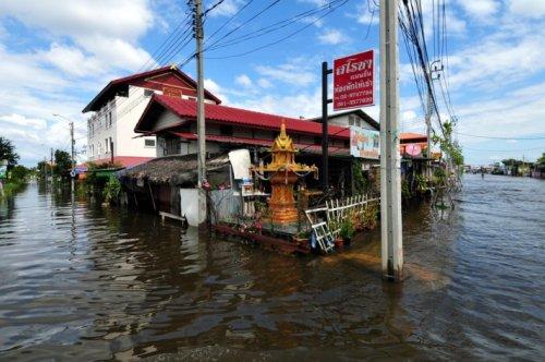 Taylandda yüzyılın en büyük doğa felaketi 11