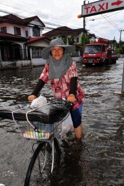 Taylandda yüzyılın en büyük doğa felaketi 13