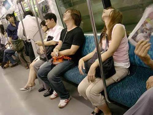 Dünya Metrolarından Güldüren Kareler 12