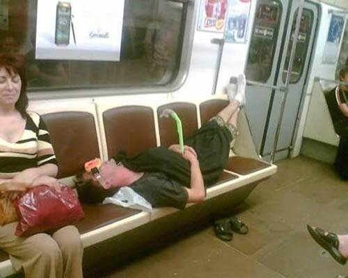 Dünya Metrolarından Güldüren Kareler 17