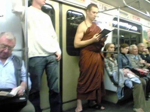 Dünya Metrolarından Güldüren Kareler 19