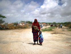 Aç ve Susuz Kalan Somalili Çocuklar Kurtarılamıyor