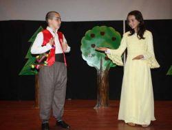 Bilim Ve Sanat Merkezi Öğrencilerinin Tiyatro Oyunu Beğeni Topladı
