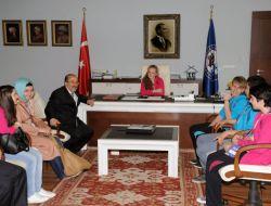 Türkçe Sevdalıları Gümrükçüoğlu'nu Ziyaret Etti