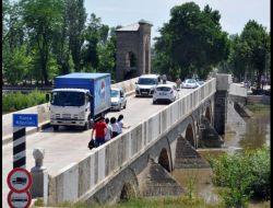 Tarihi Köprüleri Kullanan Ağır Vasıta Sürücülerine 154 Lira Ceza