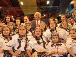 Topbaş Türkçe Olimpiyatları Kültür Şöleninde Stantları Gezdi