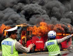 Cakartanın Merkezinde Yolcu Otobüsü Alev Alev Yandı