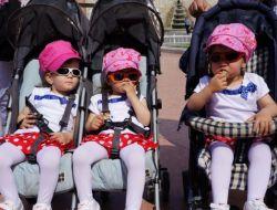 İkiz Ve Üçüz Çocuk Sahibi Aileler, Taksim Meydanında Buluştu