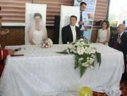 Kılıçdaroğlu, Yalovada Nikah Şahitliği Yaptı!