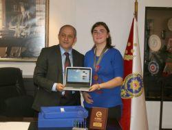 Polis Kızının Başarısı, Emniyet Müdürü Tarafından Ödüllendirildi