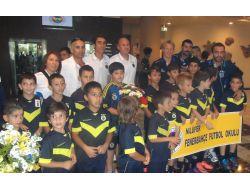 Fenerbahçeyi Bursada, Nilüfer Futbol Okulu'nun Minik Sporcuları Karşıladı