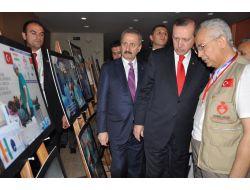 Başbakan Erdoğan, Nijerde Türk Doktorlarının Fotoğraf Sergisini Gezdi