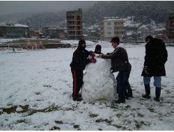 Yayladağında Suriyeli Çocuklar Da Kar Sevinci Yaşadı