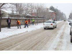 Elazığı Belediyesi 320 Personel İle Karla Mücadele Ediyor