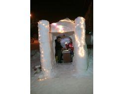 Esnaflar Eskimo Usulü Kardan Ev Yaptı