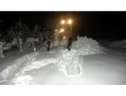 Yangına Giden İtfaiye Kar Engeline Takıldı