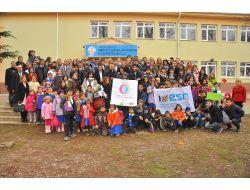 Anadolu Üniversitesinden Yabancı Öğrenciler Köy Okulunu Ziyaret Etti