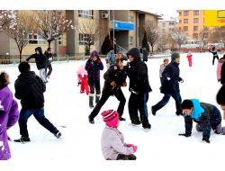 Öğrenciler, En Güzel Kardan Adamı Yapmak İçin Yarıştı