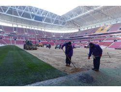 Türk Telekom Arenada Çimler Serilmeye Başlandı