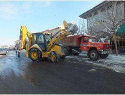 Bor Da Cadde Ve Sokaklardaki Kar Ve Buzlar Temizleniyor