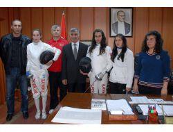 Belediye Başkanı Büyükaslan, Adıyamanlı Eskrimcileri Ödüllendirdi