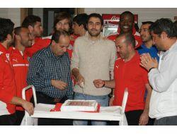 Antalyada Servet Çavuşoğluna Sürpriz Doğum Günü