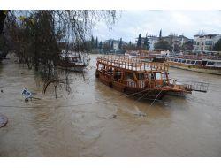 Manavgatta Metrekareye 70 Kilo Yağmur Suyu Düştü