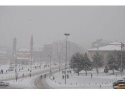 Sivas'ta, Kar Ve Tipi Ulaşımı Etkiledi!