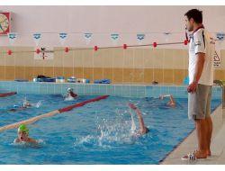 Yunanlı Yüzücüler Edirne'deki Olimpik Yüzme Havuzunda İdmana Başladı