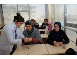 Pursaklarda Kadınlar Boş Zamanlarında Meslek Öğreniyor