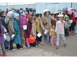 Suriyeliler Bir Ekmek, Bir Battaniye Kampanyası İle Ayakta Duruyor