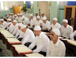 İzmirde Yeşilyurt Kur'ân Kursunun Mezuniyet Töreni Düzenlendi