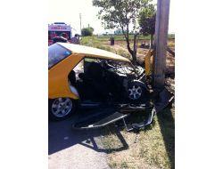 Otomobil Direğe Çarptı: 1i Ağır 5 Yaralı