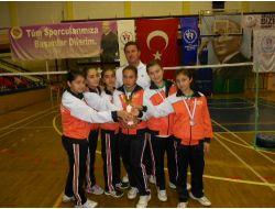 Adana Mehmet Adil İkiz Ortaokulu Kız Takımı, Badmintonda Türkiye Üçüncüsü Oldu
