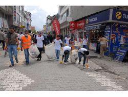 Öğrenciler, Çevreye Duyarlılığa Dikkat Çekmek İçin Çöp Topladı