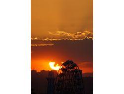 Güneş Gurup Ederken Gökyüzünü Renk Cümbüşüne Çevirdi