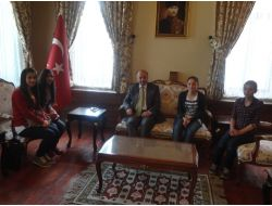 Ardahan'da Kongre Binasına Ziyaretçi Akını