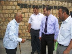 Kaymakam, Köylerde Yaşlıları Ziyaret Ediyor