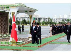 Gül'e Türkmenistan'da Özel Karşılama