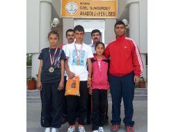 Sungurbey Koleji Milli Takıma Çağrılan Sporcularını Ödüllendirdi