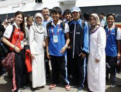 Türkçe Olimpiyatları İçin Bursa'ya Gelen Öğrenciler Çiçeklerle Karşılandı