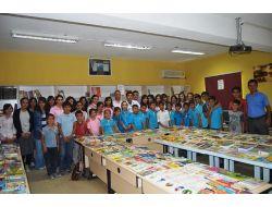 Acıpayam Anadolu Lisesi Öğrencilerinden Köy Okuluna Kitap Bağışı