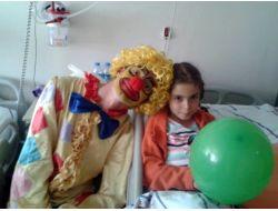 Erzurumlu Genç Gönüllüler Lösemili Çocukları Unutmadı