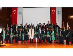 Akademik Aşama Kaydeden Öğretim Üyelerine Plaket Verildi