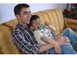 Çaresiz Baba, Sinir Nakli Yapacak Hastane Arıyor